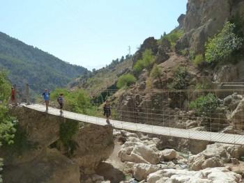 Puente Colgante. Rio Velillos